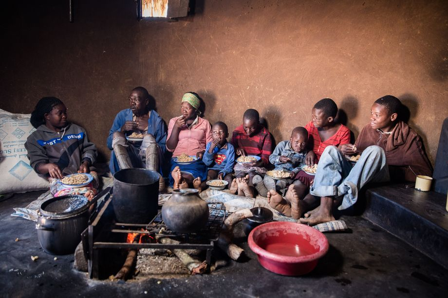In Simbabwe leiden viele Menschen Hunger und nehmen oft nur noch eine Mahlzeit pro Tag ein