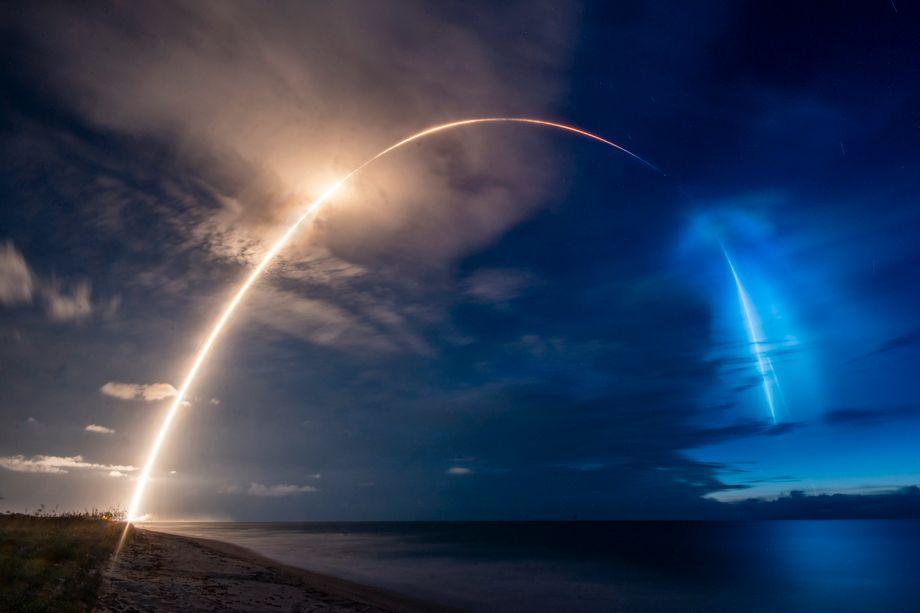 SpaceX schickt Satelliten los, die für schnelles Internet auf der Erde sorgen sollen.