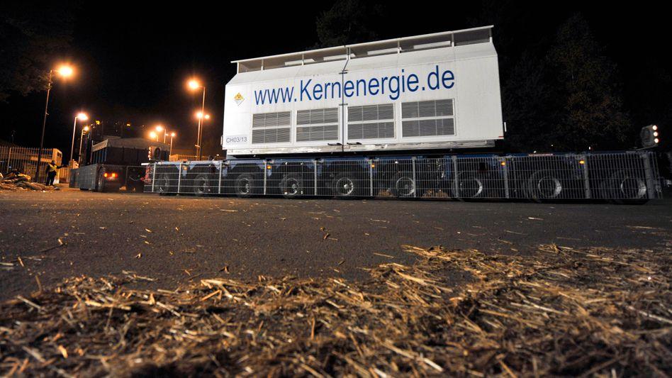Ankunft eines Atommüll-Transports in Gorleben (November 2008): Tipps zum Umformulieren des Gutachtens aus Bonn