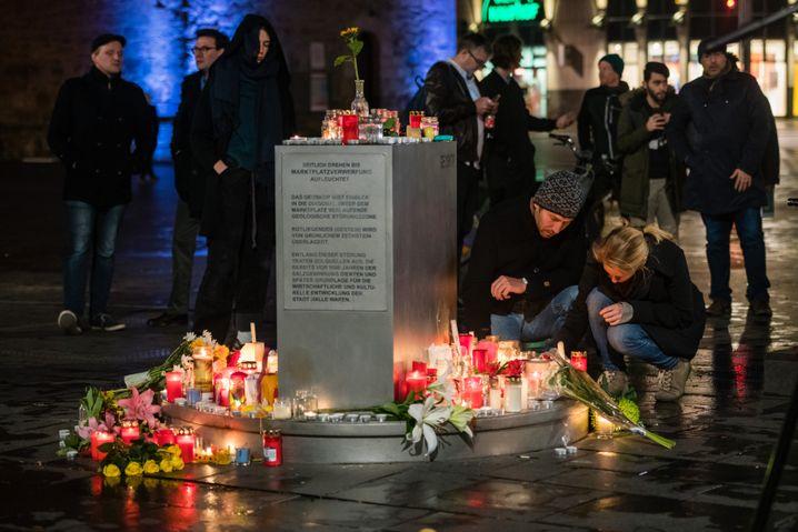 Trauernde in Halle