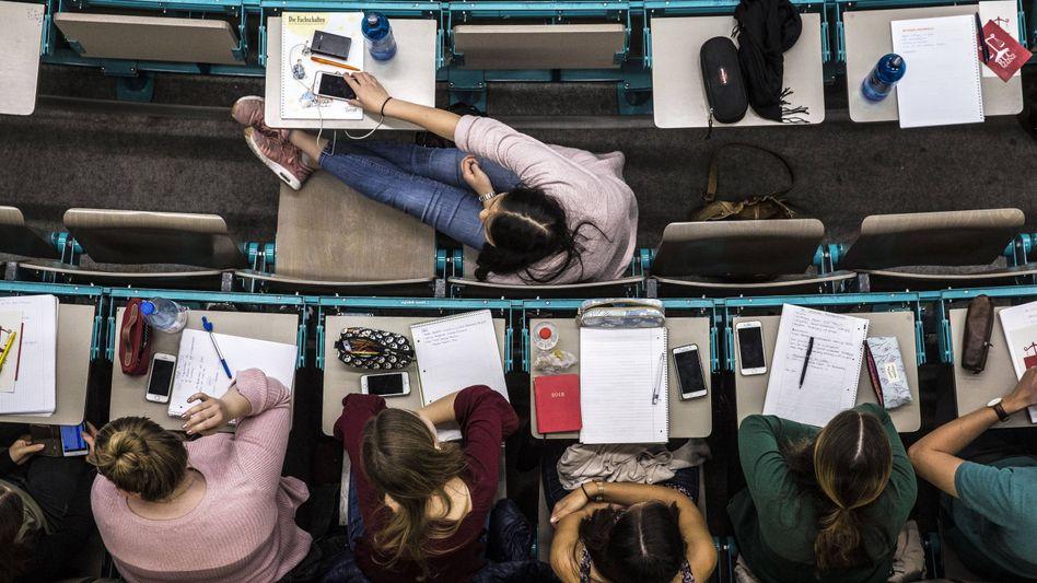 Werden Frauen im Hochschulbetrieb benachteiligt oder gar belästigt?