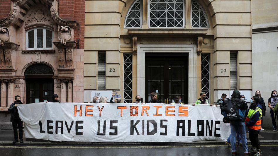 Schülerproteste in Großbritannien gegen Bewertung mittels Computerprogramm