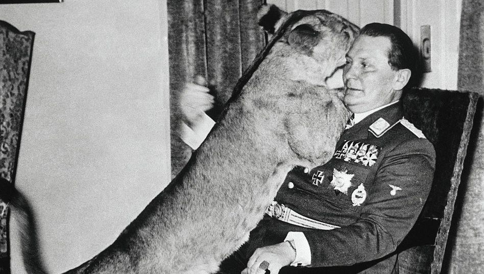 """Tierfreund Göring um 1940:""""Nicht blasen, der Löwe wird wild"""""""