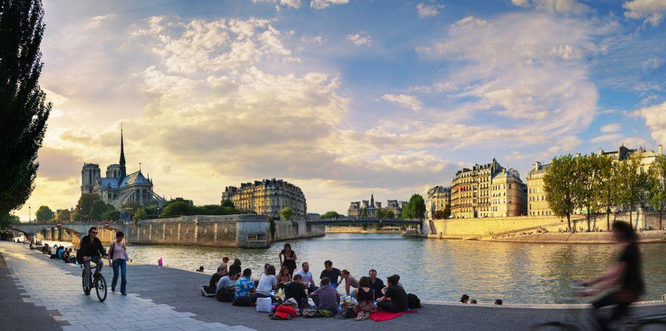 Blick vom Seine-Ufer auf Notre-Dame
