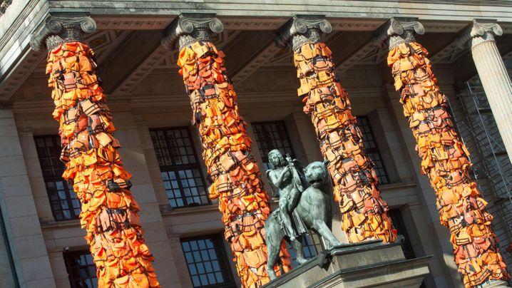 Kunstwerk in Berlin: Schwimmwesten als Mahnmal