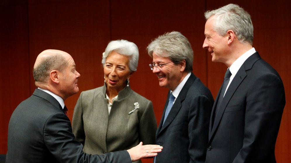 Finanzminister Olaf Scholz, EZB-Präsidentin Christine Lagarde, EU-Kommissar Paolo Gentiloni und Finanzminister Bruno Le Maire (v.l.n.r.) bei einem europäischen Finanzminister-Treffen in Brüssel 2020