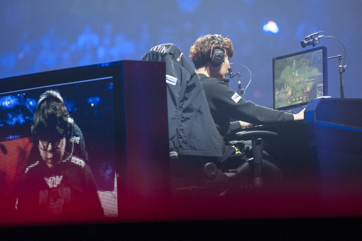 "Spieler beim WM-Finale von ""League of Legends"" in Berlin"