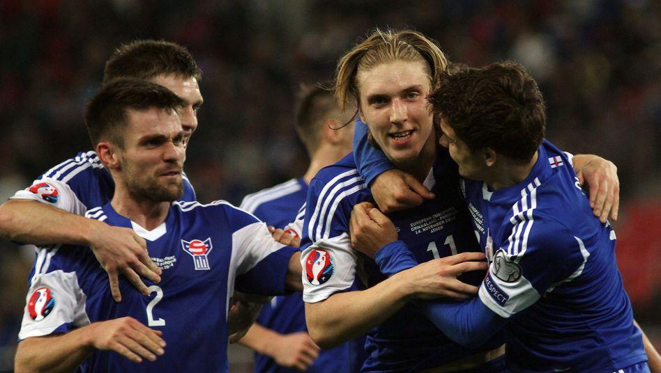 Färöer-Spieler Edmundsson (Mitte): Historischer Siegtreffer gegen Griechenland