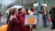 Umweltschützer feiern historischen Erfolg mit Klimaklage