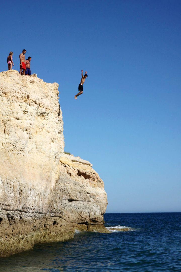 Praia de Carvalho: Beliebt bei Klippenspringern