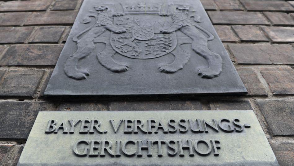 Schild am Eingang des Bayerischen Verfassungsgerichts im Justizpalast