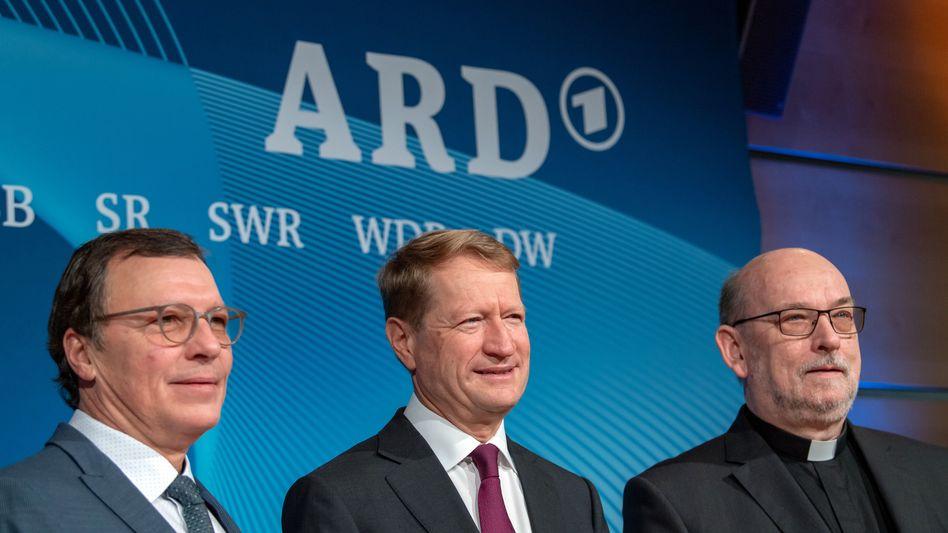 Volker Herres (l.) und Ulrich Wilhelm (M.) mit BR-Rundfunkratsvorsitzender in München