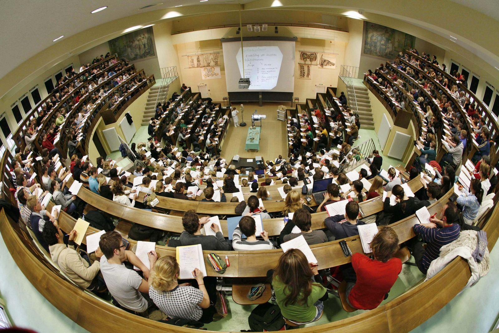 Bafög-Erhöhung soll kommen / Medizinstudenten