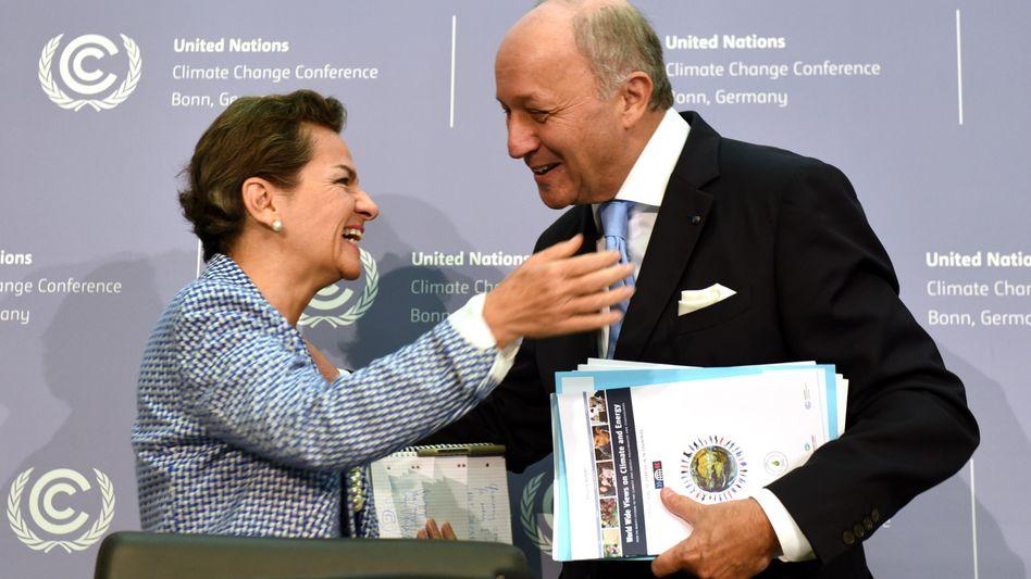 Erleichterung in Bonn: Christiana Figueres, Generalsekretärin des Sekretariats der Klimarahmenkonvention der Vereinten Nationen, und der französische Außenminister Laurent Fabius