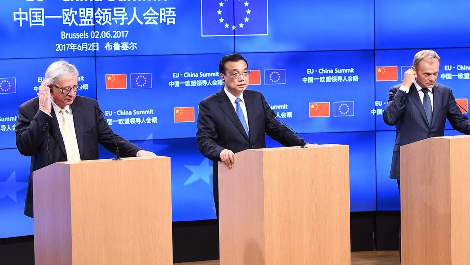 Jean-Claude Juncker (l.), Li Keqiang und Donald Tusk