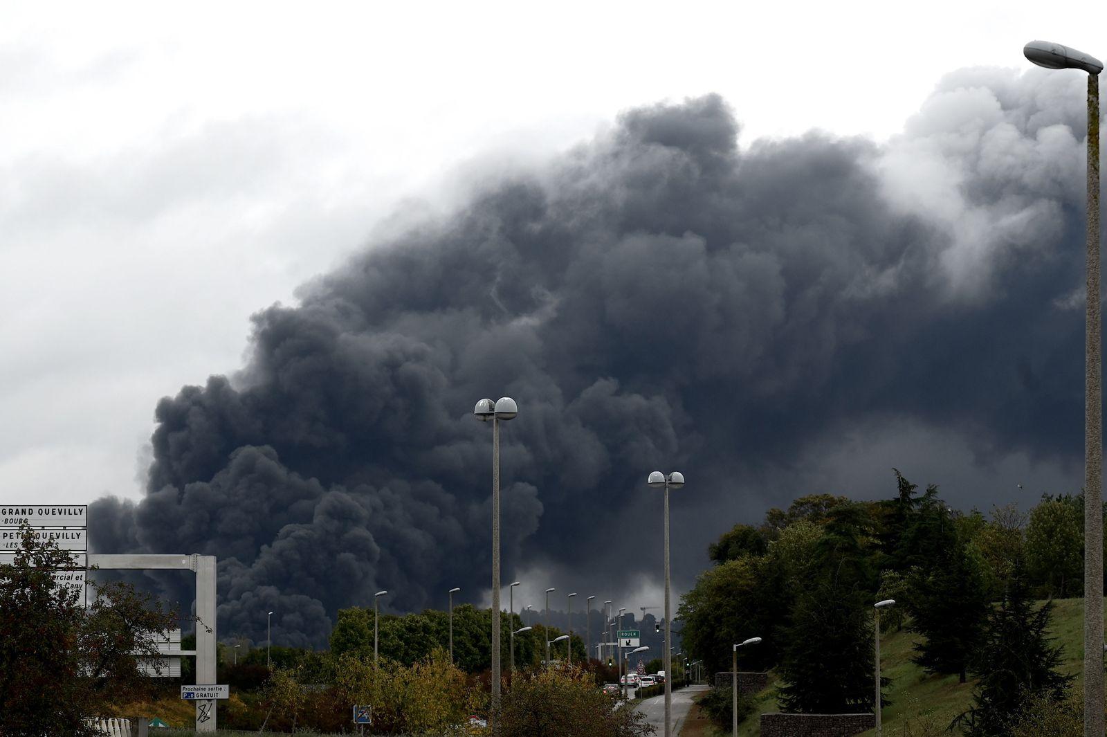 Rouen/ Feuer in Chemiefabrik