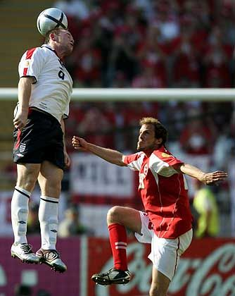 The sky is the limit: Wunderkind Wayne Rooney (l.) hebt ab