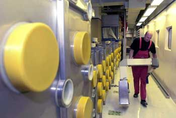 """Arbeiter in der Atomfabrik Hanau: Wo landeten die """"kontaminierten Reststoffe""""?"""