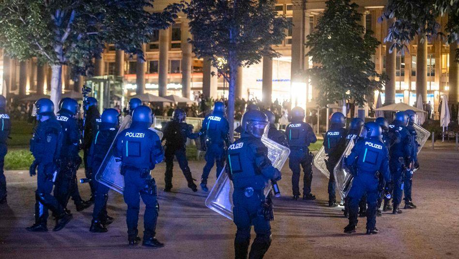 """Massives Polizeiaufgebot in Stuttgart: """"Situation außer Kontrolle"""""""