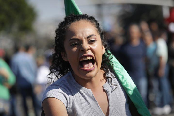 Teilnehmerin der Anti-Einwanderungs-Proteste