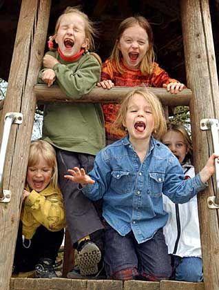 Spielende Kinder: Na, wo laufen sie denn?