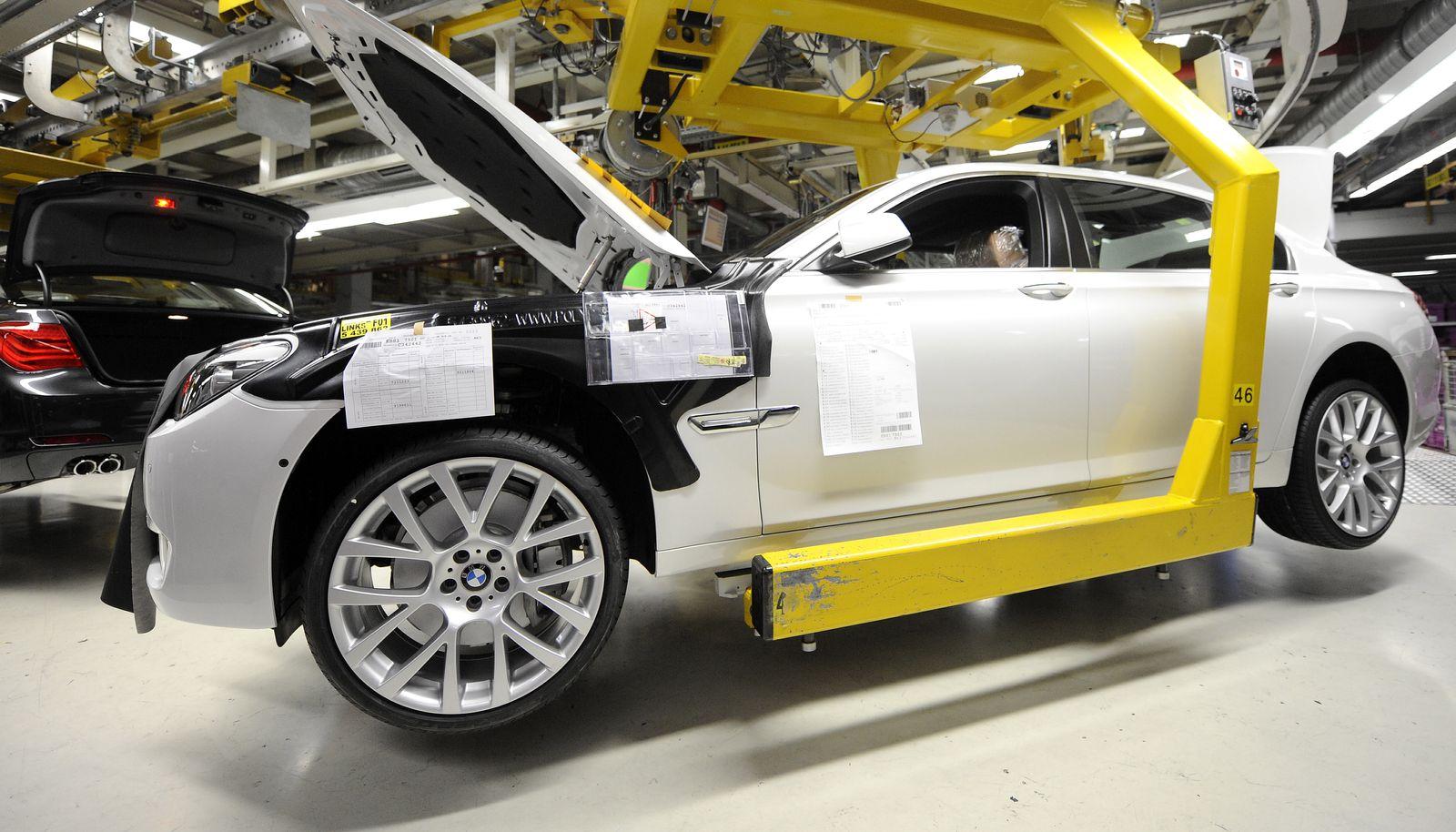 NICHT VERWENDEN BMW unterbricht Produktion wegen Lieferengpaessen durch Flugverbot