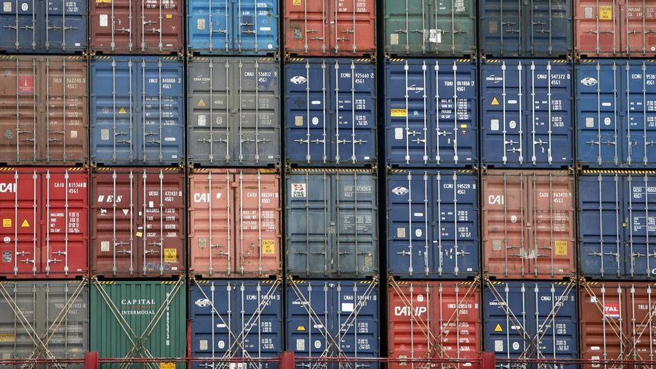 Containerschiff in Hamburg: Deutsche Waren für die Welt