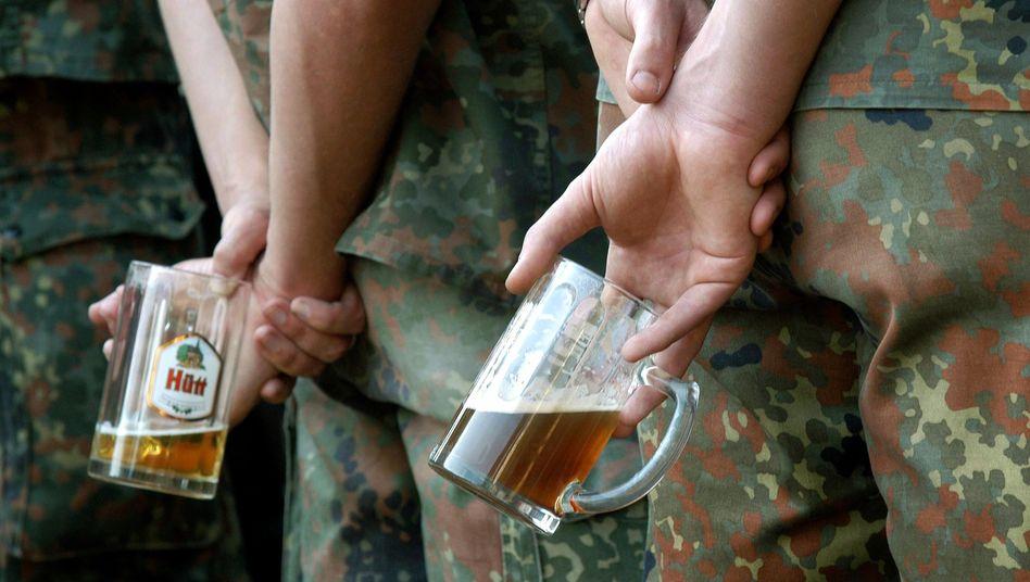 Zwei Bier pro Tag dürfen Bundeswehrsoldaten im Afghanistaneinsatz trinken (Symbolbild aus einer Kaserne in Nordhessen)