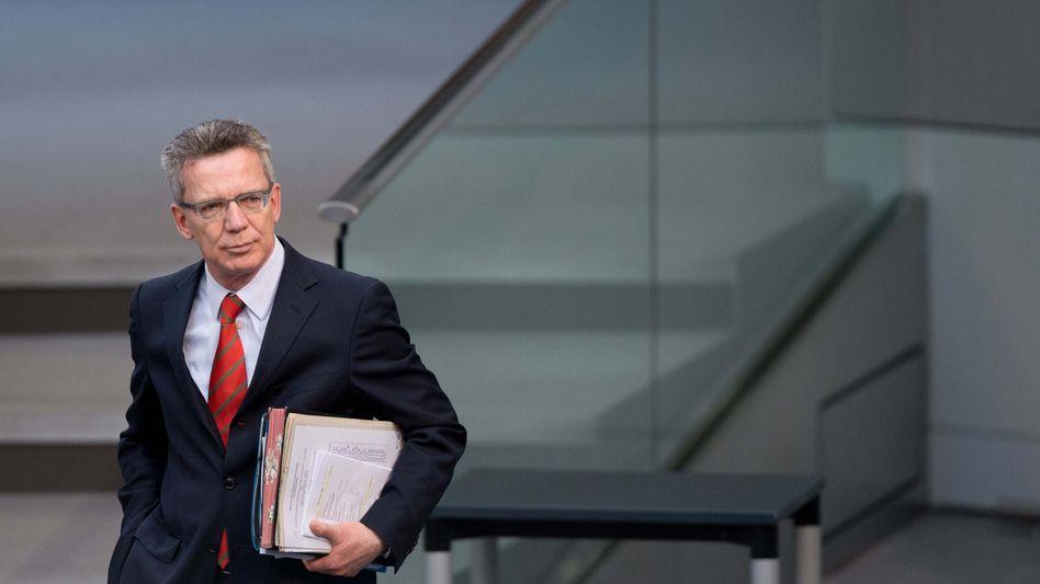 Thomas de Maizière im Bundestag: Persönliche Angriffe auf den Minister