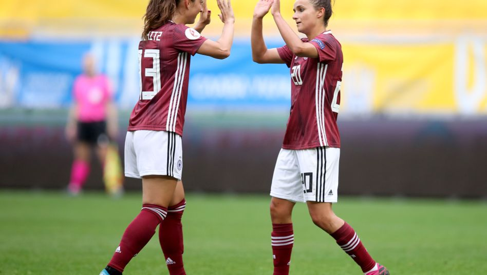 Sara Däbritz (links) und Lina Magull