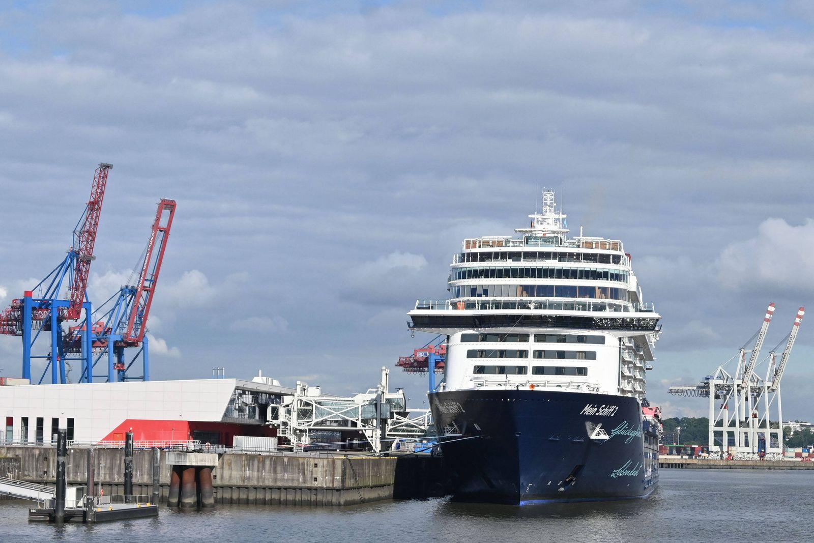 Hamburg der 22.07.2020, Die Mein Schiff 2 der Hamburger Reederei TUI Cruises ist in Steinwerder eingetroffen. Das Schiff