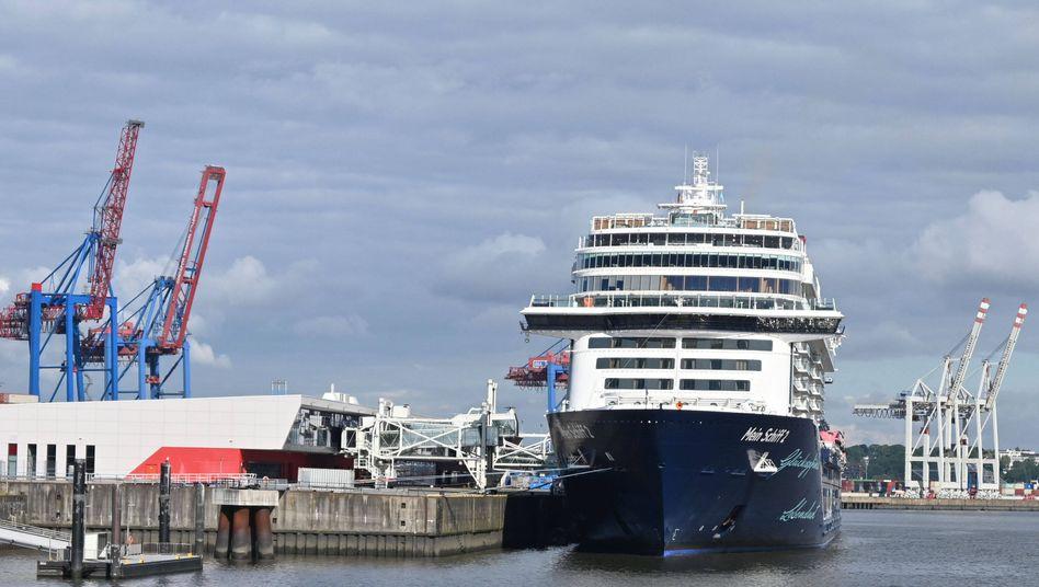 """Das Tui-Kreuzfahrtschiff """"Mein Schiff 2"""" im Hamburger Hafen"""