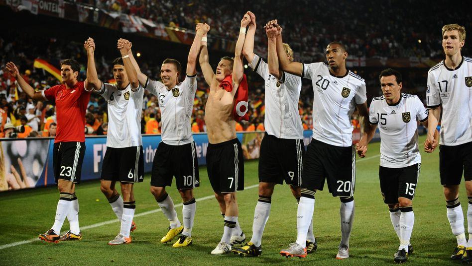 """Jubelndes DFB-Team (nach dem England-Spiel): """"Jugend, Frische, Dynamik"""""""