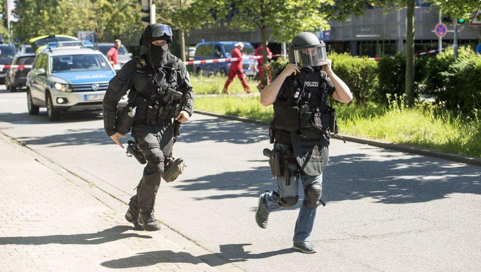 Südhessen: SEK-Einsatz in Viernheim - bewaffneter Geiselnehmer ist tot
