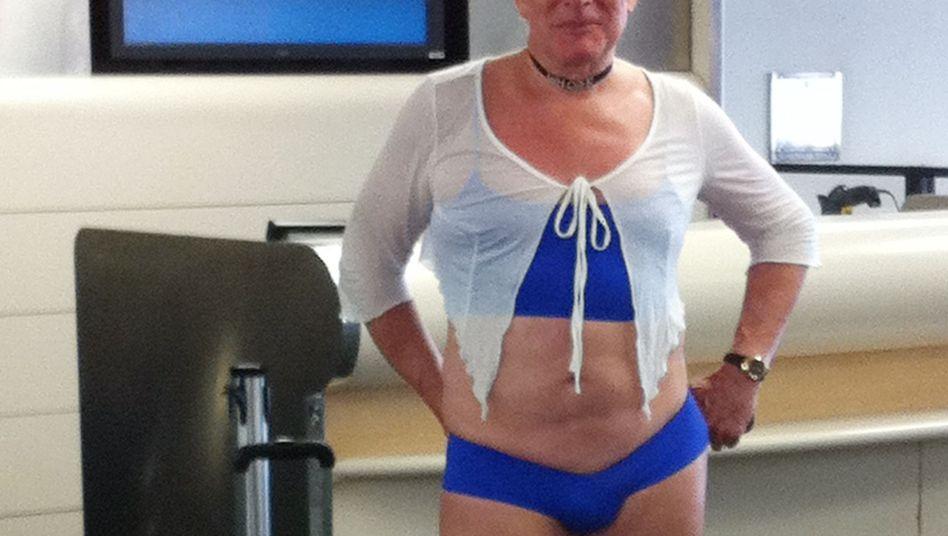 Unbekannter Reisender: Fliegen in Damenunterwäsche aus Spaß
