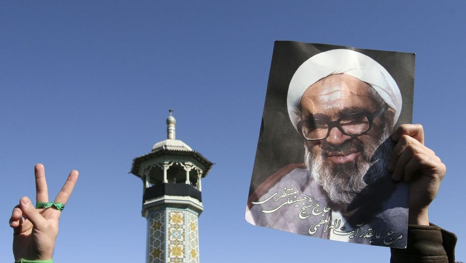 """Grand Ayatollah Hossein Ali Montazeri: """"Mourning will actually strengthen the opposition."""""""