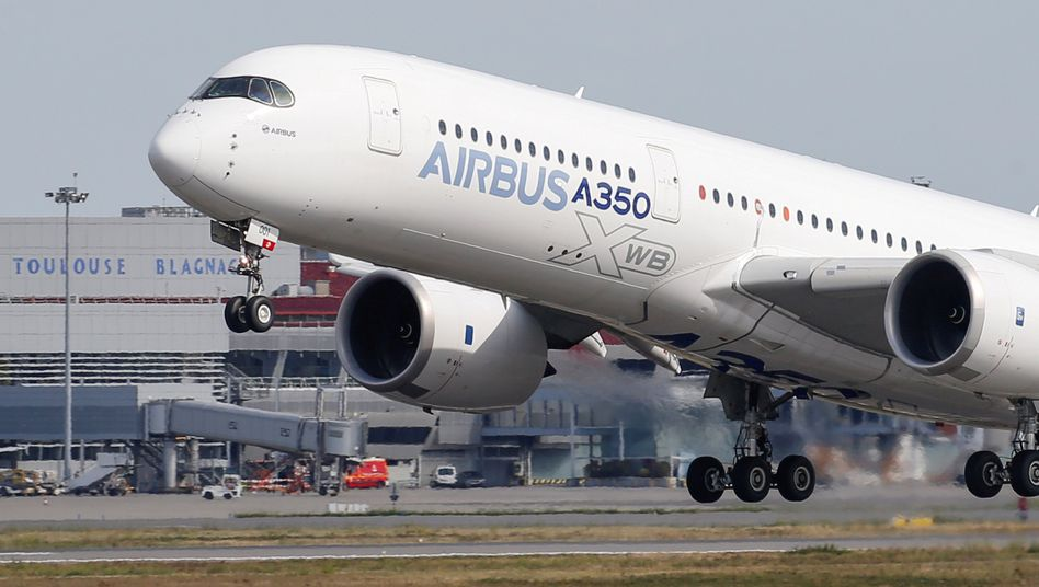 Airbus A350 bei Konzernzentrale bei Toulouse: Produktion wird noch stärker gedrosselt