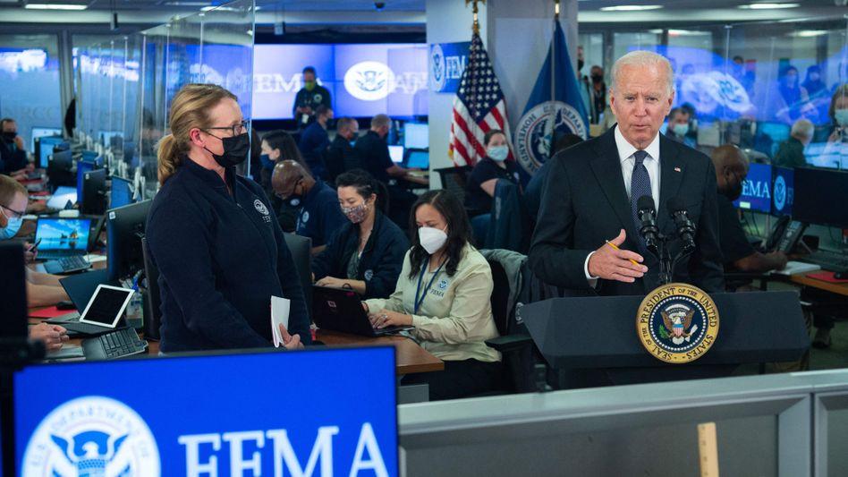 US-Präsident Joe Biden besucht die Zentrale der US-Katastrophenschutzbehörde Fema in Washington