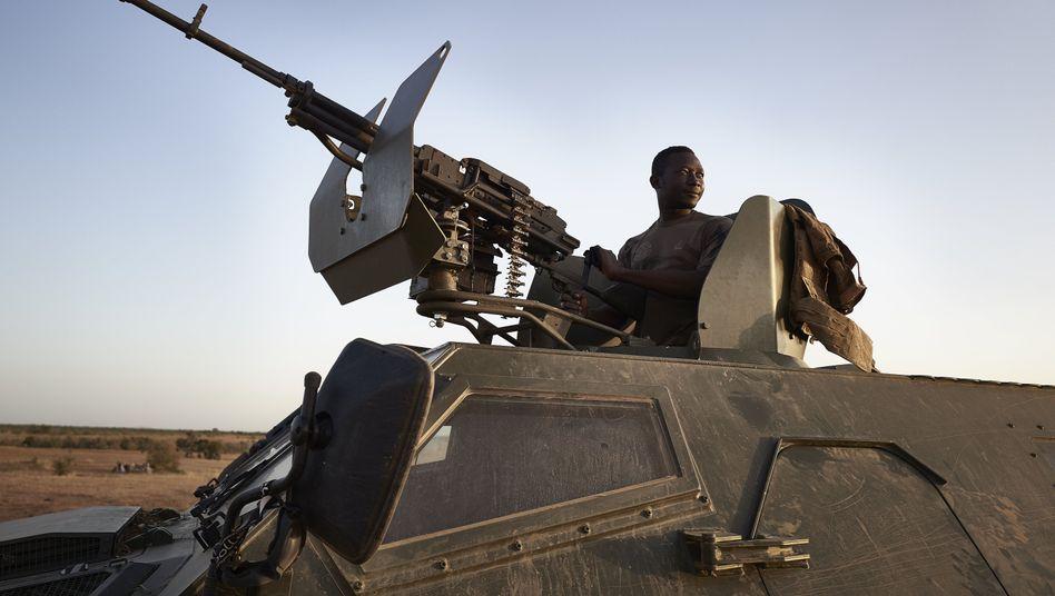 Ein Soldat des Militärs von Burkina Faso (Archivbild)