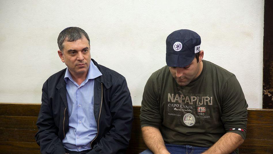 Shlomo Filber, links, während einer Gerichtsverhandlung in Israel