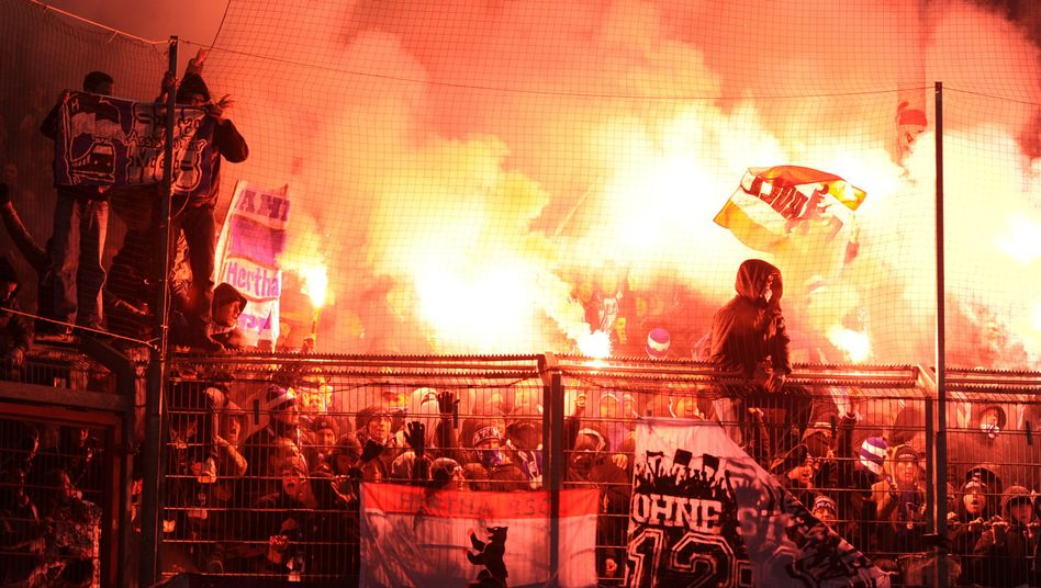 Fußball-Fans und Pyrotechnik: Wie wäre es, wenn die Ultras mal in Vorleistung gingen
