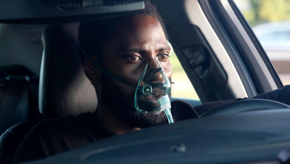 """Soll die Welt retten und auch das Kino: der Protagonist (John David Washington) in Christopher Nolans """"Tenet"""""""