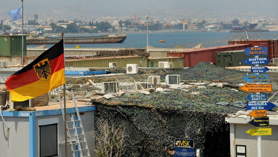 Deutsche Flagge im Hafen von Limassol: Randale vor Bundeswehrcamp