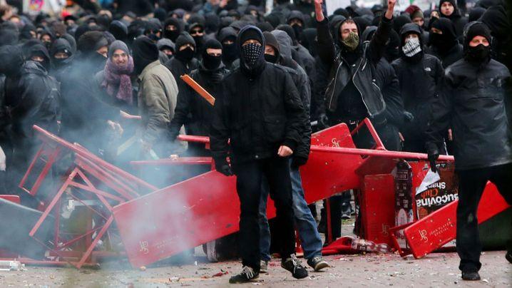 Eskalierte Großdemo: Ausnahmezustand in Hamburg