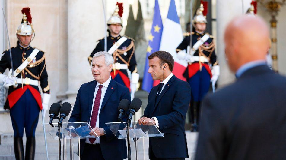 Antti Rinne, Premier von Finnland, neben Emmanuel Macron: Druck auf Johnson