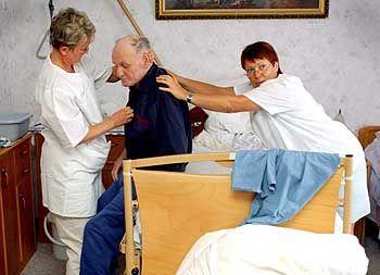Krankenpflege: Chance auch für Langzeitarbeitslose
