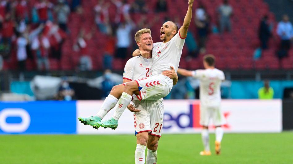 Sollte Dänemark das Halbfinale erreichen, wird Martin Braithwaite vielleicht ja wieder von Andreas Cornelius getragen