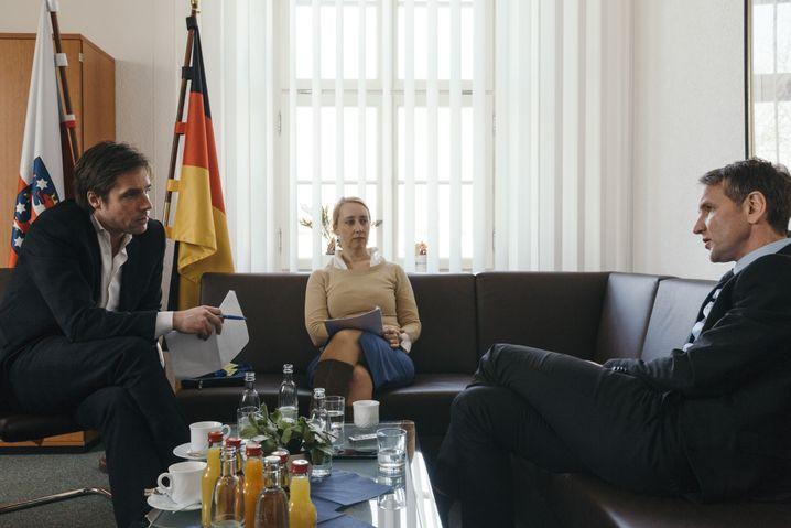 """Höcke beim SPIEGEL-Gespräch (mit den Redakteuren Markus Feldenkirchen und Melanie Amann im Landtag in Erfurt) """"Scharf, aber legitim"""""""