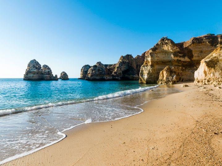 Die Strände der Algarve sind auch wieder für deutsche Urlauber genießbar