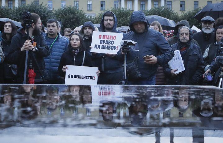Demonstration gegen die jüngsten Verurteilungen friedlicher Demonstranten zu langen Haftstrafen